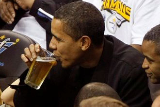 Obama sippin' a brew